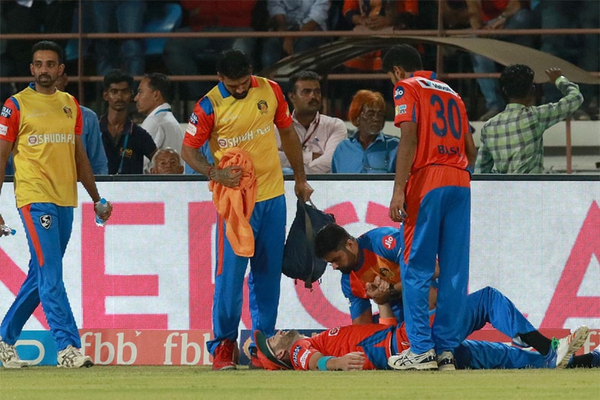 Gujarat Lions' Andrew Tye Ruled of IPL 2017 With a Dislocated Shoulder