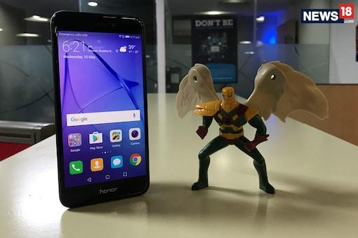Honor to Launch Dual-Selfie Camera Phone Near Diwali (Photo for representation, image: News18.com)