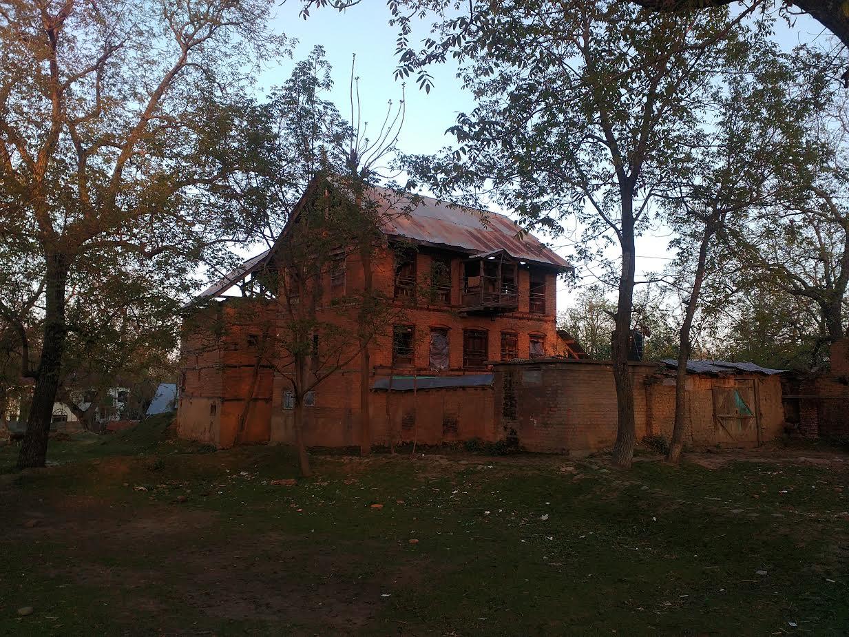 An abandoned house in Haal, Shopian. (Suhas Munshi/News18.com)