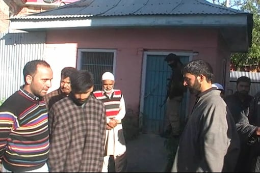 The Lieutenant-rank Army officer doctor, who was posted in Akhnoor, was identified as Umar Fayaz Parry, a resident of Kulgam.(Image: TV Grab/CNN_News18)