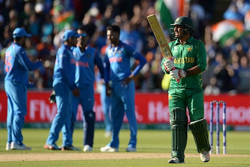 Indian team celebrate the wicket of Pakistan captain Sarfraz Ahmed. (Getty Images)