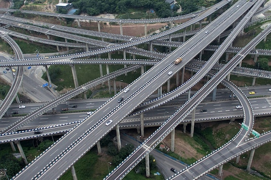Motorists driving on an interchange in Chongqing, southwest China. (Photo: AFP Relaxnews)