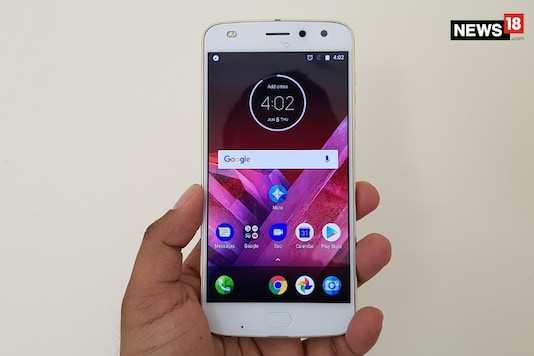 Don't compare the Moto Z2 Play with OnePlus 5-like smartphones to downplay the Moto Z2 Play in the spec-sheet race. (Image: Debashis Sarkar/News18.com)