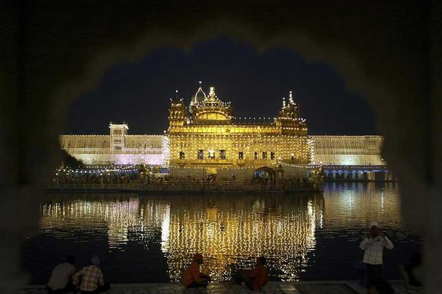 Travelling to Amritsar? Here are 5 Historical Facts about the Golden Temple