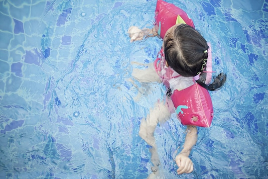 Make sure children are healthy and safe in the pool this water by following some simple steps. (Photo courtesy: AFP Relaxnews/ blackred/ Istock.com)