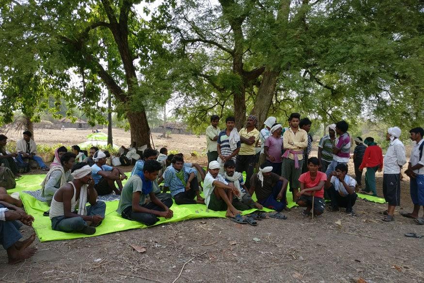 Tendu Patta workers from Gadchiroli, Maharashtra, waiting to get their wages (Photo: Suhas Munshi, News18)