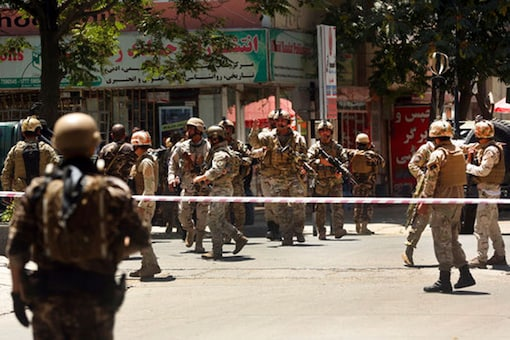 Security forces respond at the site of a suicide attack followed by a clash between Afghanistan's forces and IS fighters during an attack on Iraq embassy in Kabul, Afghanistan, Monday, July 31, 2017. (AP photo)