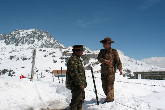 File photo of an Indian army officer talking to a Chinese soldier at the Nathu-la pass on the country's northeastern border with China. (Photo:  Reuters)