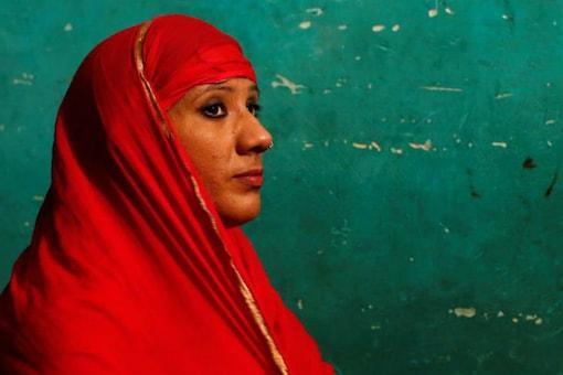 Mehrunnisha Shokat Ali offers her evening prayer during Ramzan at her house in New Delhi on May 31, 2017. (REUTERS/Adnan Abidi)
