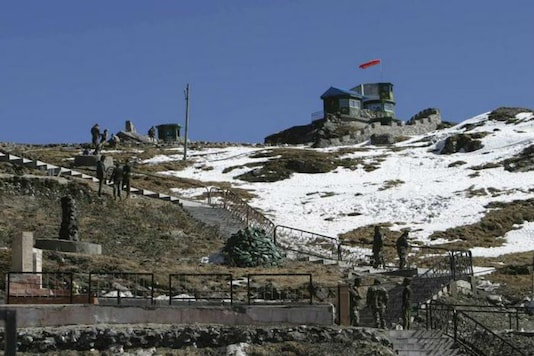 Indian army soldiers are seen after a snowfall at the India-China trade route at Nathu-La, 55 km north of Gangtok, Sikkim. (File photo/REUTERS/Rupak De Chowdhuri)