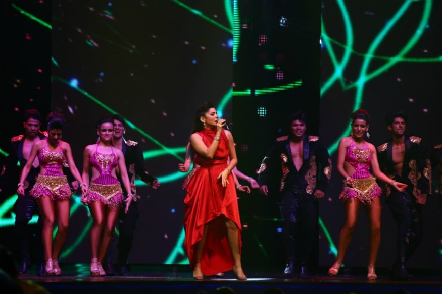 (Photo: Singer Kanika Kapoor performing at IIFA 2016/Getty Images)