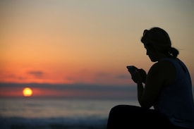 5 Hours Daily on Phone Increases Risk of Obesity: Study