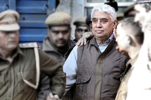 File photo of self-styled godman Rampal being produce in Punjab and Haryana High Court for hearing. (Getty Images)