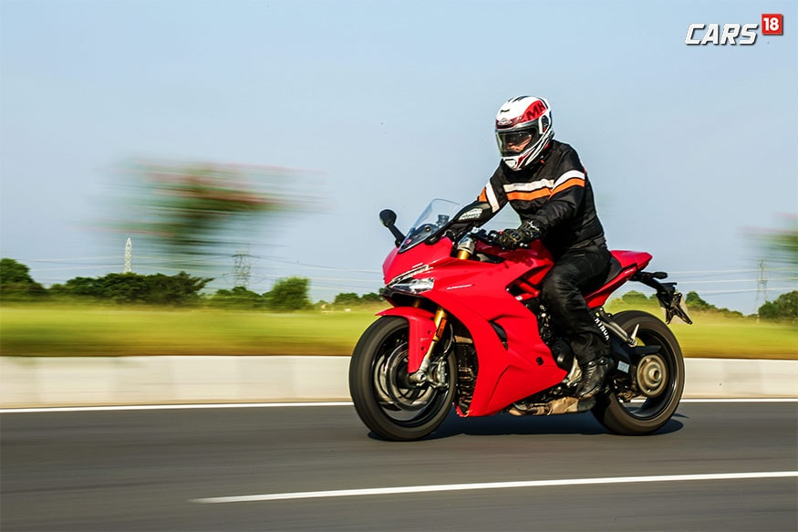 Ducati-SuperSport-S-Riding