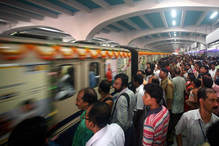 Kolkata Metro Goes Dark After Sparks, Panicked Passengers ...