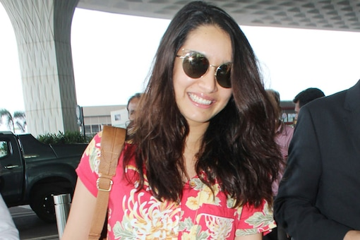 Shraddha Kapoor at Mumbai airport. (Image: Yogen Shah)
