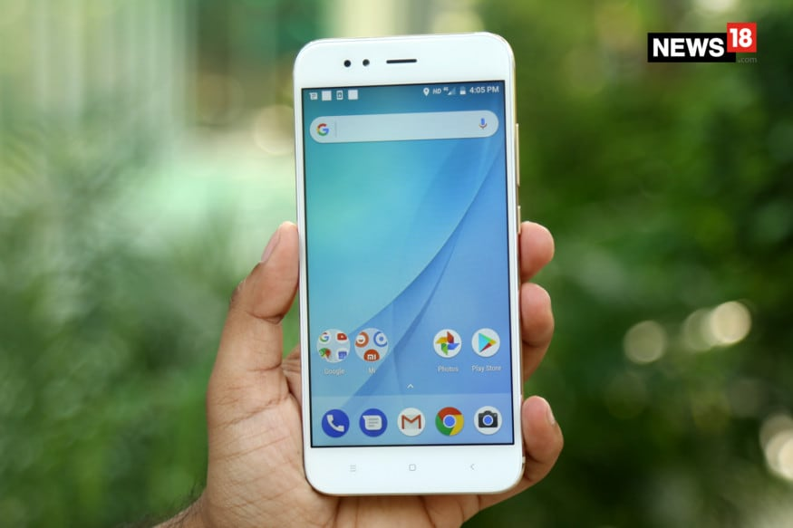Xiaomi Mi A1 offers a 12-megapixels wide-angle lens along with a 12-megapixels telephoto lens which offers 2X optical zoom. (Image: News18.com)