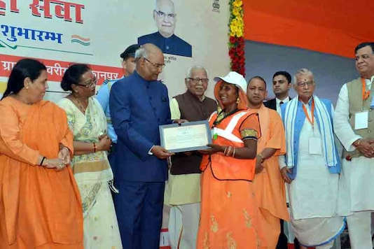 Ram Nath Kovind at the launch of a nationwide sanitation campaign, 'Swachhta hi Sewa', at Ishwariganj village in Kanpur, Uttar Pradesh on September 15, 2017. The Governor of Uttar Pradesh, Shri Ram Naik, the Union Minister for Drinking Water & Sanitation, Sushri Uma Bharti, the Chief Minister, Uttar Pradesh, Yogi Adityanath and other dignitaries are also seen. (Image: PIB)