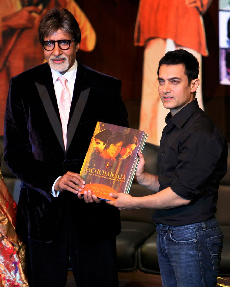 "Bollywood actor Aamir Khan (R) unveils the book ""Bachchanalia"", the films and memorabilia of Amitabh Bachchan, as actor Amitabh Bachchan watches, during its launch in Mumbai January 3, 2009. (Image: Reuters)"