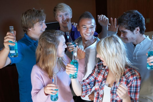 With the rise of drunkorexia now could be a good time to take a look at your own drinking habits and think about cutting down. (Photo courtesy: AFP Relaxnews/ Monkey Business Images/ shutterstock.com)