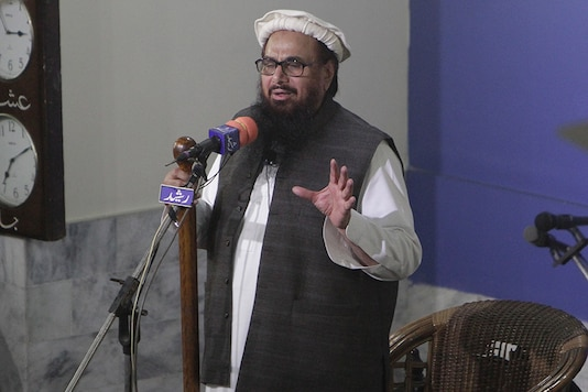 Hafiz Saeed, head of the Pakistani religious party, Jamaat-ud-Dawa, gives Friday sermon at a mosque in Lahore, Pakistan. (Image: AP)
