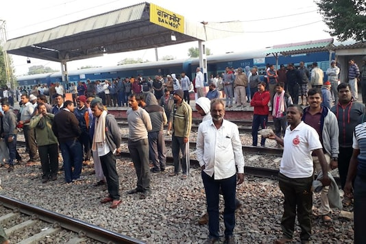 Stranded farmers at the Banmore station on Wednesday morning. (Image: News18)