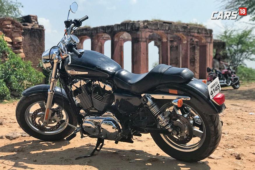 Harley-Davidson-1200-Custom-Left-Side