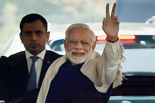 Prime Minister Narendra Modi flashes victory sign after BJP's success in Himachal and Gujarat assembly elections. (File photo: PTI)