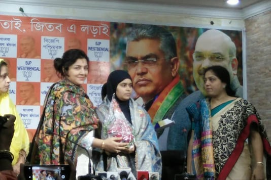 Triple talaq petitioner Ishrat Jahan joins BJP in Howrah. (Image source: Locket Chatterjee/Twitter)