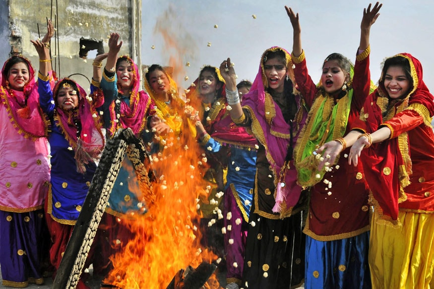 Lohri 2020: Wishes, WhatsApp Messages and Quotes to Wish Your Loved Ones