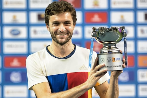 Gilles Simon poses with the trophy. (Twitter/Maharashtra Open)