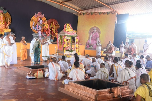 """Gowda family had recently conducted a special Havan for 11 days, called """"Athi Rudra Yaaga"""" at Shringeri. (Image: News18)"""