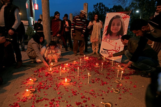Members of Civil Society light candles and earthen lamps to condemn the rape and murder of 7-year-old girl Zainab Ansari in Kasur, during a candlelight vigil in Islamabad, Pakistan. (REUTERS)
