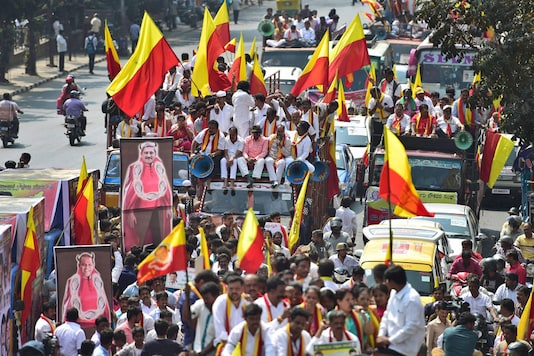 Bengaluru: Kannada activists take out a protest rally during Karnataka Bandh in Bengaluru on Thursday. Pro Kannada organisations have called a day-long statewide bandh on the issue of Mahadayi water sharing between the states of Karnataka and Goa. (Image: PTI)