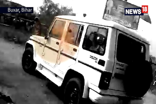 A car belonging to Nitish Kumar's convoy is pelted with stones on Friday. (Photo: News18)