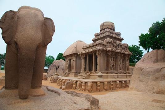 India, Tamil Nadu, Kancheepuram, Mahabalipuram, View of Pancha Rathas temple. (Photo by: JTB Photo/UIG via Getty Images)
