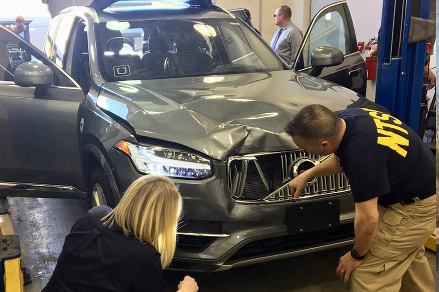 National Transportation Safety Board (NTSB) investigators examine a self-driving Uber vehicle involved in a fatal accident in Tempe, Arizona, U.S., March 20, 2018. (Photo: Reuters)