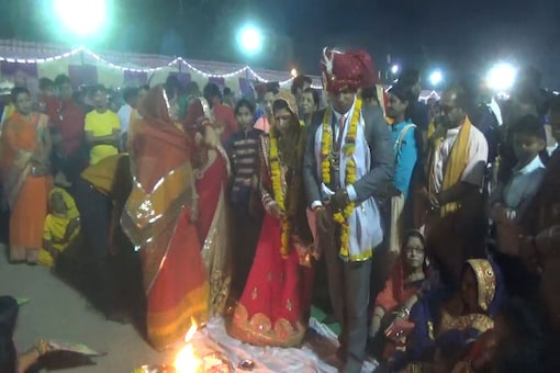 Union Social Justice Minister Thawar Chand Gehlot's gandson Manish ties the knot at the mass wedding function on Wednesday. (Photo: News18)