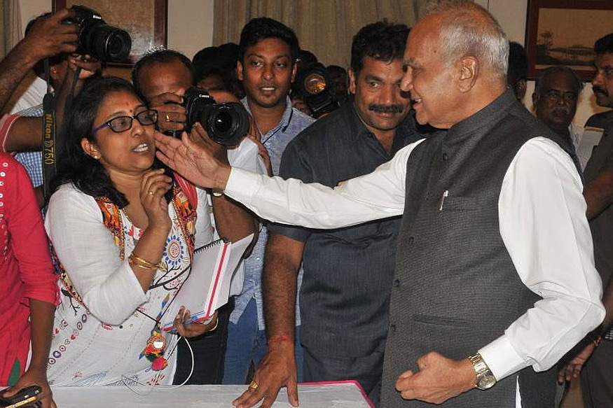 TN Governor Banwarilal Purohit chose to respond to questions of a journalist by patting on her cheek. (Photo: @lakhinathan)