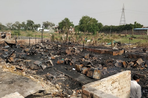 Sunday fire engulfed the homes and shops of Rohingya refugees lined on the road leading towards Madanpur Khadar in Delhi. (Image: Debayan Roy/News18)