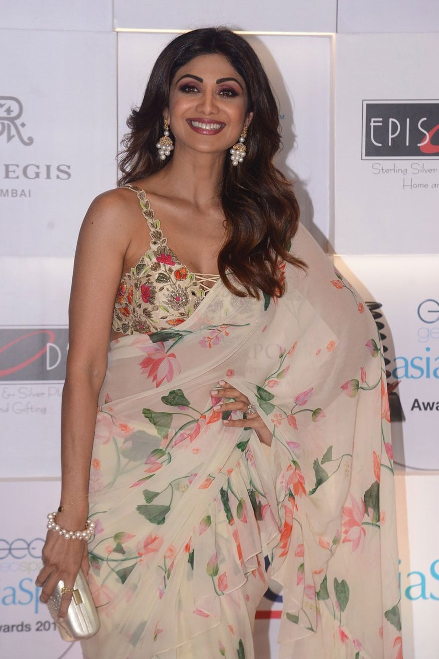 Shilpa Shetty is all smiles as she arrives at the AsiaSpa Awards in Mumbai. (Image: Viral Bhayani)