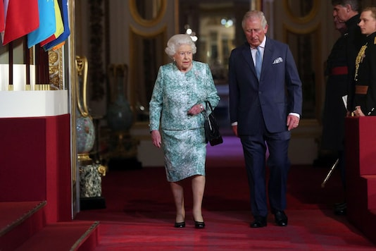 Britain's Queen Elizabeth and Prince Charles arrive for the formal opening of the Commonwealth Heads of Government Meeting in the ballroom at Buckingham Palace in London, Britain on April 19, 2018. (Jonathan Brady/Pool via Reuters)