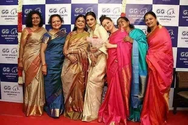 Rare Frame Have You Seen This Photo Of Veteran Actress Rekha With 6