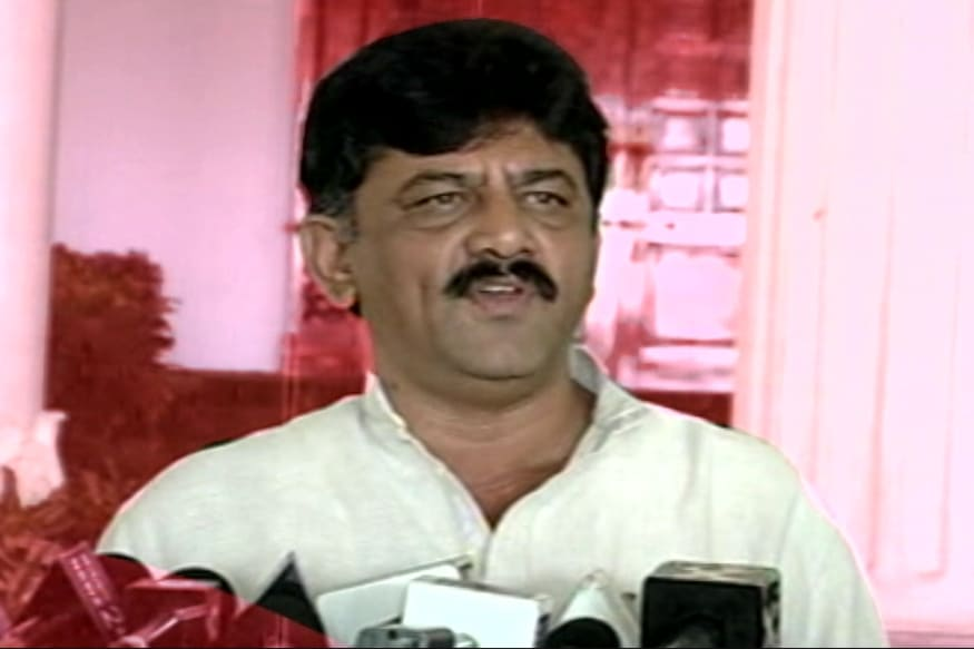 Eshwarappa Has an Eye on You: Shivakumar Jokingly Tells MB Patil During Kumaraswamy's Mekedatu Meeting