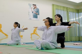 Yoga and Cheesecake For New Mums In Plush Chinese 'Sitting Centres'