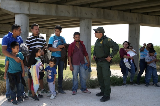 Migrants at the US-Mexico border. (Image for Representation)