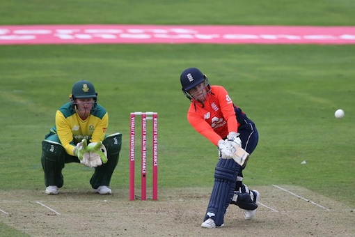 Tammy Beaumont hits a boundary. (ICC)