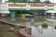 1 Dead after Heavy Rains Flood Delhi Roads, Traffic Jams Witnessed as Waterlogging Adds to Woes
