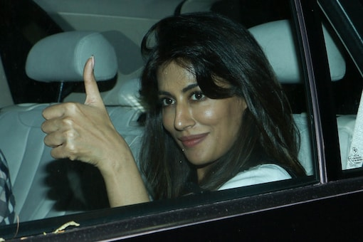 Chitrangada Singh gives the thumbs up on her arrival. (Image: Viral Bhayani)