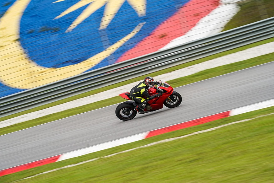 The Sepang International Circuit is filled with sweeping corners, hairpins and two very fast straights where the V4 clocked 290 km/h. (Photo: Ducati)